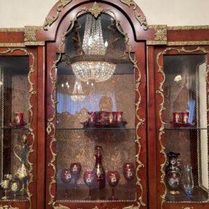 بوفه و ویترین چوبی سلطنتي با برنز كاري اصيل